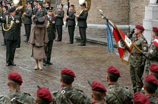 Koningin verlaat de Ridderzaal -Poleninfo-